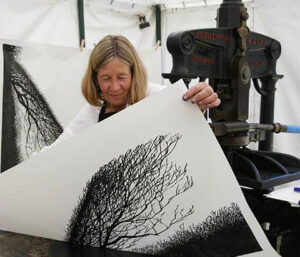 Merlyn Chesterman at Art in Action woodblock printmaker